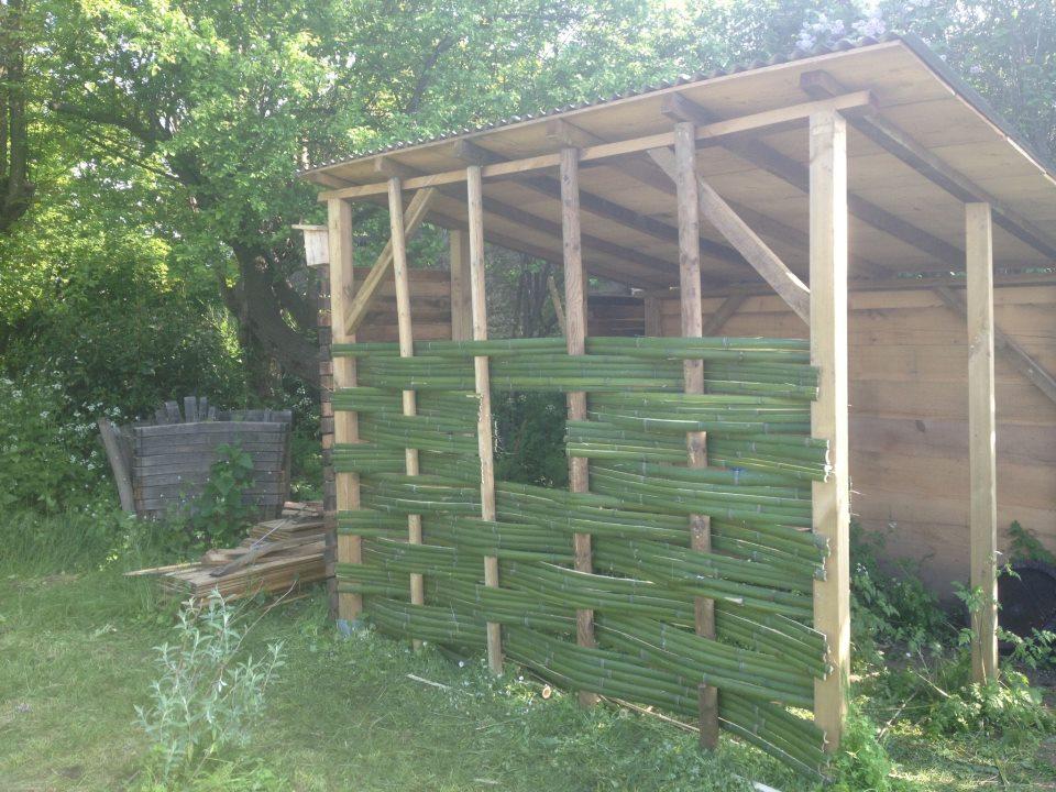 Cabane outils au jardin des papillons les jardins respectueux - Cabane a outil ...